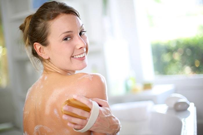 脱毛タオルで背中の産毛を除去。使い方やメリットデメリットを解説