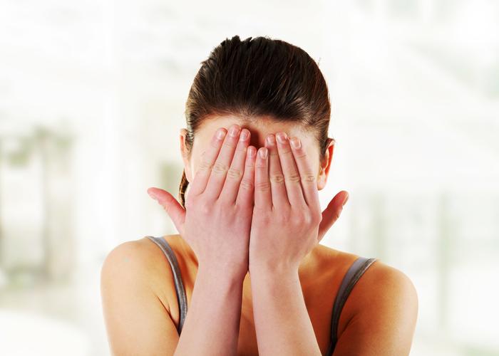 鼻毛が出ていて恥ずかしい思いをした女性