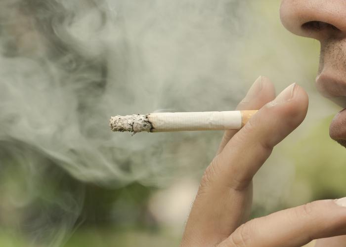 タバコを吸うと鼻毛が伸びる
